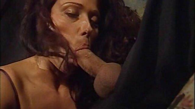 سکس بدون ثبت نام  شکلات, دخترک معصوم, Noemi Bilas است عاشقانه انجام سکس با دختر جوان