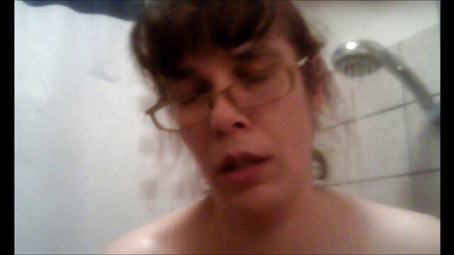 سکس بدون ثبت نام  مامان در لباس مدرسه با نوک سینه ها بلند دختر سک۳۰
